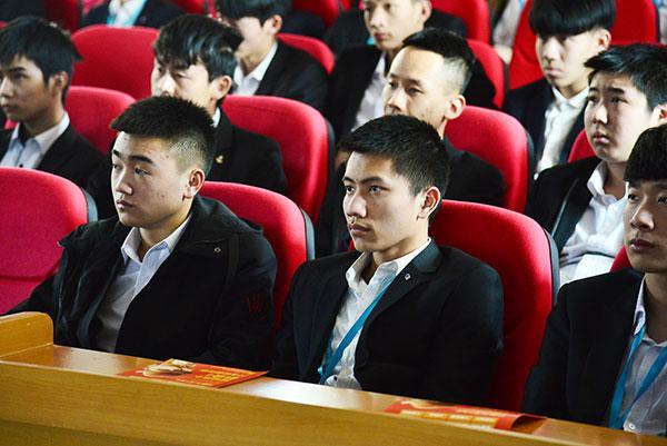 重庆新华电脑老师来了