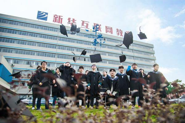 重庆新华拥有五重就业举措、四项就业服务指导、两大创就业服务体系