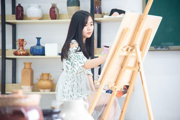 重庆新华电脑学校新媒体UI创意设计师专业新生