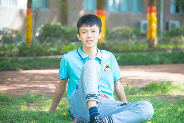 软件开发就业前景怎么样,重庆新华电脑学校新生故事-软件开发学生