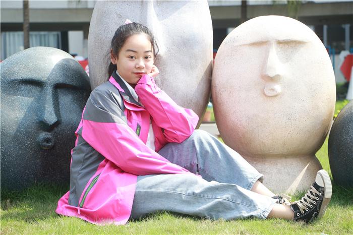 【新生故事】冉京艺:我在新华 变得更优秀 更自信!