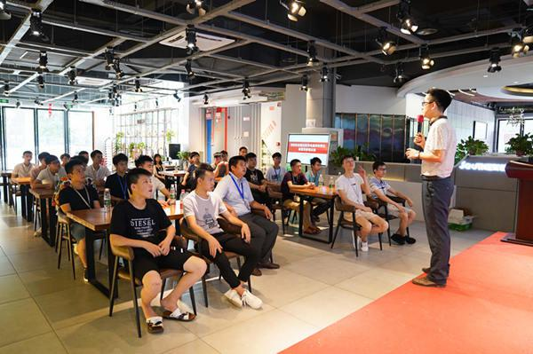 重庆新华学生参观重庆正蓝装饰公司
