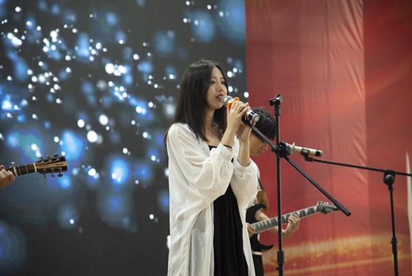小姐姐吉他弹唱重庆新华电脑学校