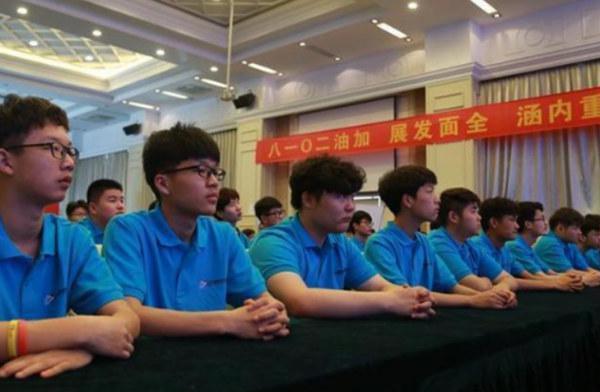 北京竞技时代副总裁,联合创始人于阳进行电竞赛事指导