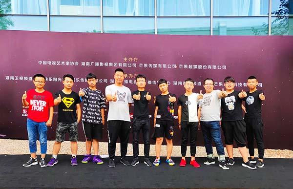 重庆新华电脑学校学生受邀参加电竞体育盛典,重庆电竞