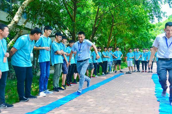 计算机学校重庆新华新生训练营