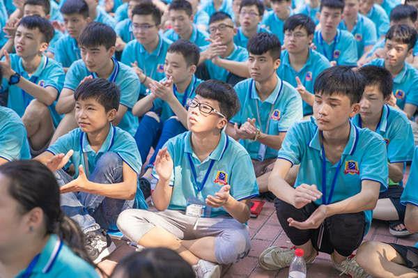 重庆新华电脑学校新生训练营感恩教育活动