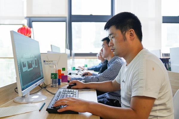 重庆新华电脑学校在不断为国家职业教育奉献力量