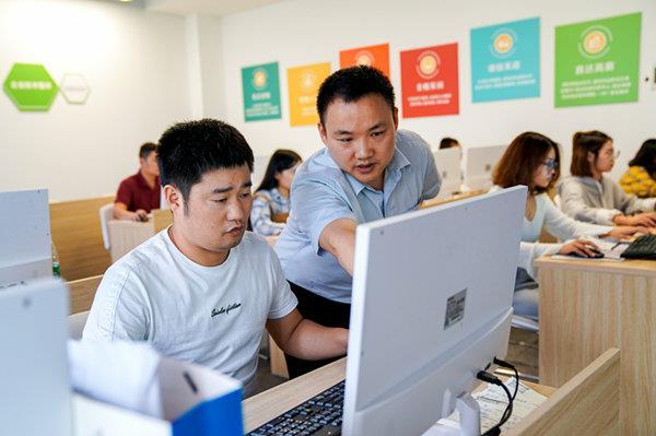 团体培训是为了进一步给广大职工一个学习机会,为职工普及相关专业知识,提升思维