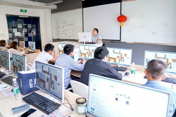 团体培训中,重庆新华配以优秀的专业教师为学员们授课