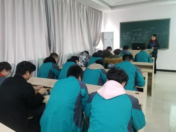 重庆新华2018年《学生手册》抽查考试顺利举行