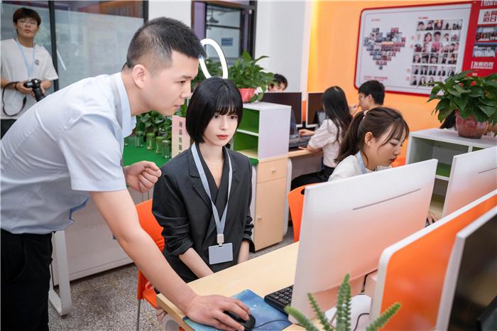 学互联网技术  演员卢杉向你推荐新华热门好专业