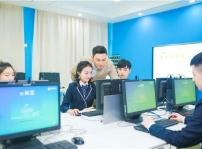 重庆初中毕业生 学互联网技术 掌控未来