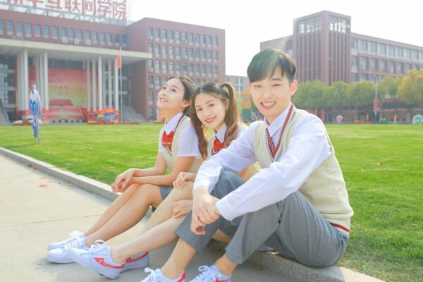 重庆初中毕业生学什么技术好?