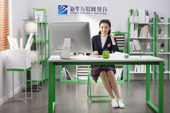 选错学校想转学?学技术认准重庆新华电脑学校!