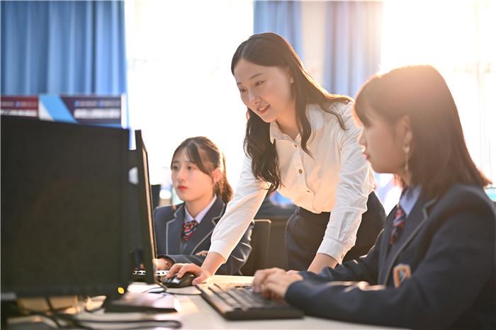 那么多学生转学重庆新华电脑学校 原因是什么?