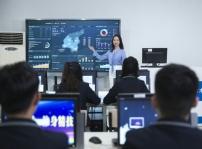 重庆新华电脑学校:专业实训教学 才能学到真技术
