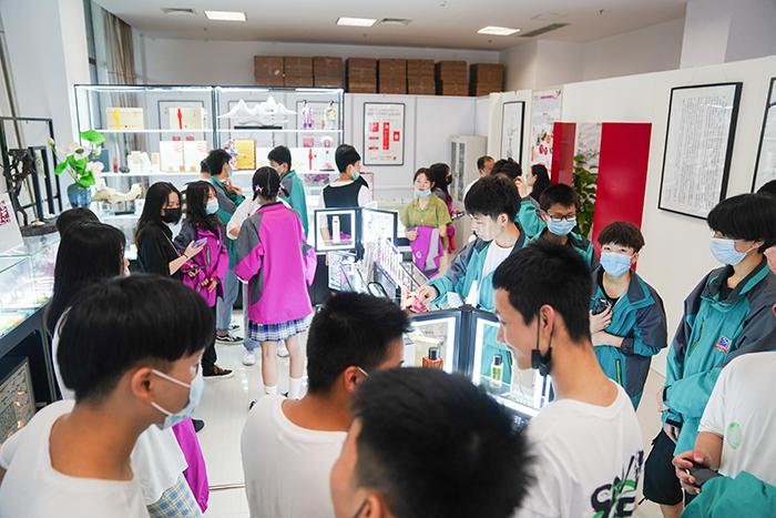 重庆新华2020级新生游学菩璞生物科技