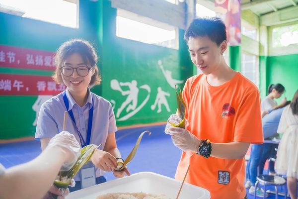 粽子叶等包粽子的食物