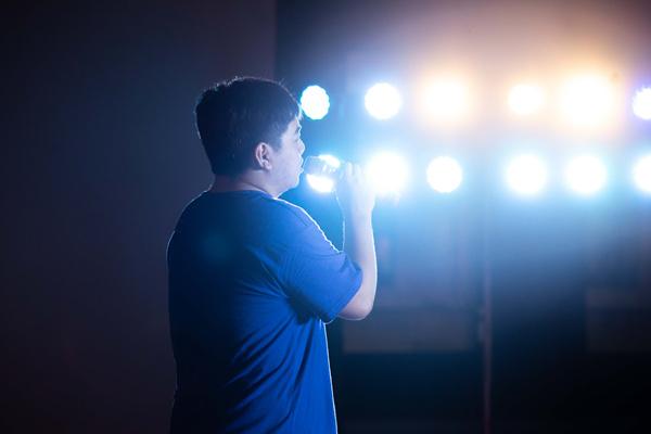 重庆新华电脑学校第十六届校园歌手十佳大赛总决赛隆重开唱