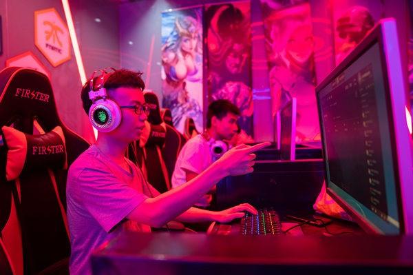 重庆新华电脑学校的电子竞技特色学院