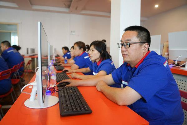 重庆新华电脑学校作为国家信息化教育全国示范基地