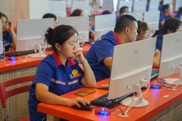 高端品牌电脑的实训中心作为考试场地