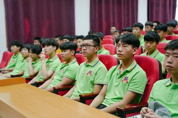 木易汇电子竞技(重庆)有限责任公司代表等出席