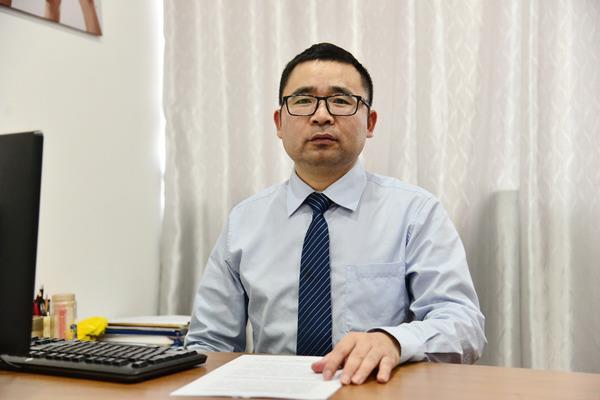 我校徐佩安获优秀教育工作者称号