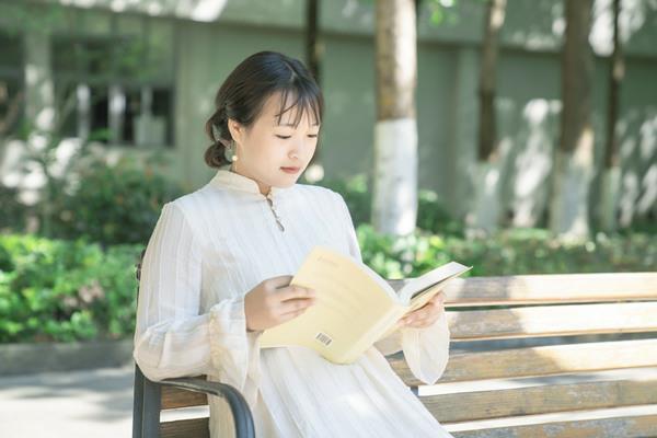 重庆新华的高级商务行政专业