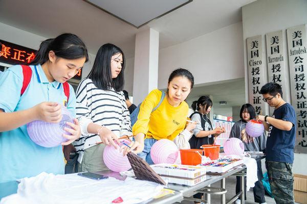 重庆新华灯笼手绘创意设计大赛顺利举行