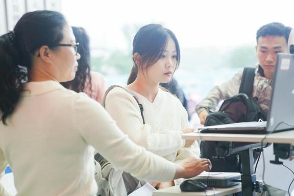 2019年国家统一法律职业资格考试在重庆新华电脑学校举行