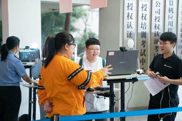 2019年国家统一法律职业资格考试在重庆新华顺利举行