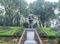 国家公祭日 重庆新华学子开展祭奠先烈扫墓活动