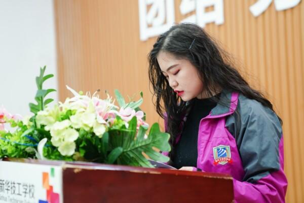 重庆新华电脑学校学生会座谈会顺利召开