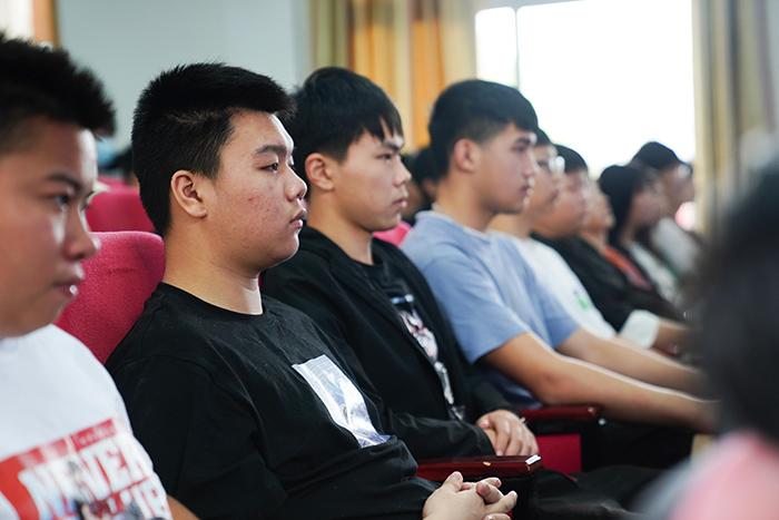 重庆新华举行2020年校园法制安全教育讲座