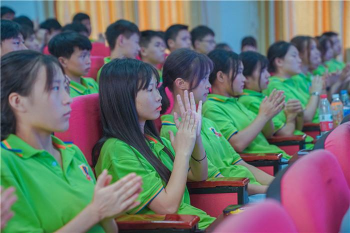 今天,新华万名师生同上一堂课,是一种什么样的体验?