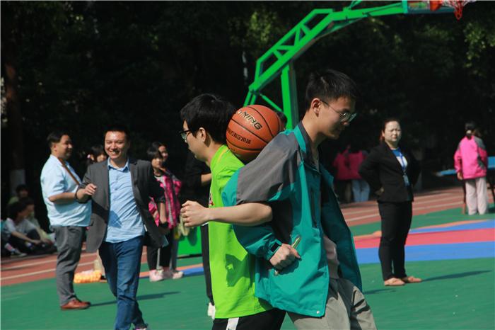 重庆新华春季趣味运动会 师生共享运动乐趣
