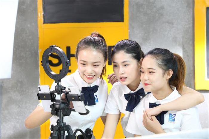 新华互联网科技再次出圈 强烈推荐
