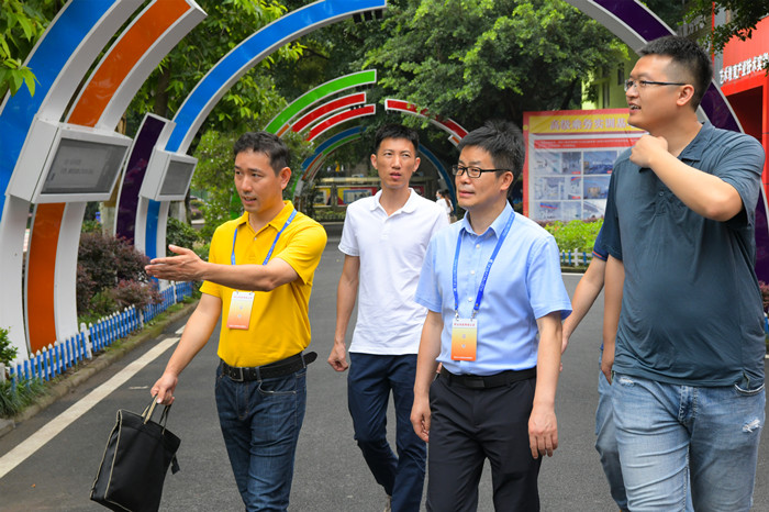 重庆市职业技能公共实训中心领导来重庆新华参观指导