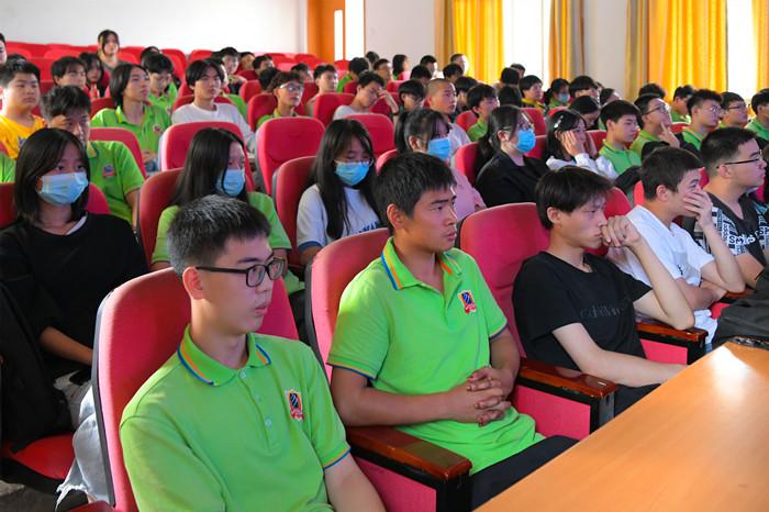 重庆新华企业大咖讲座之 动漫创作人的基本素养