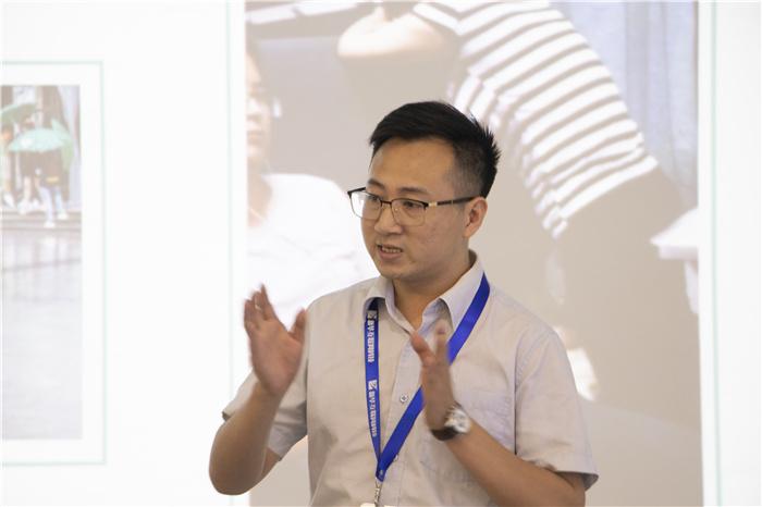 """重庆新华举行新生""""感恩父母""""主题教育活动"""