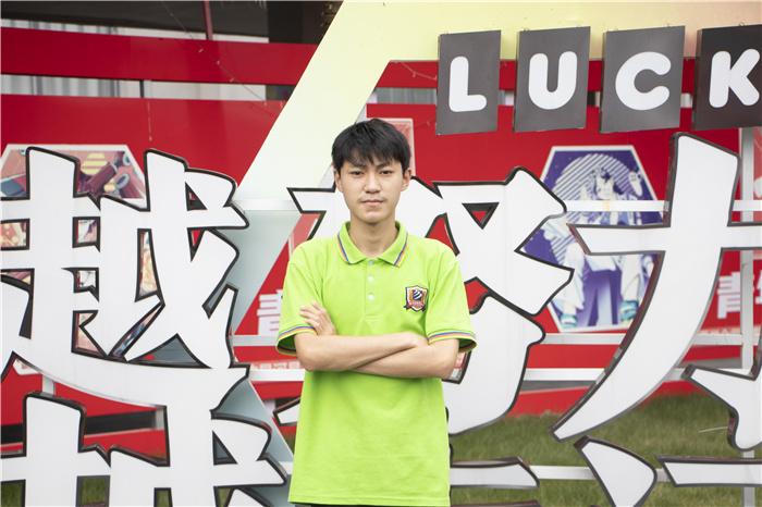 【新生故事】李鑫:冲战神 开启我的电竞梦!